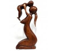 **Mãe e Filho em Madeira Marrom 30cm x 13cm